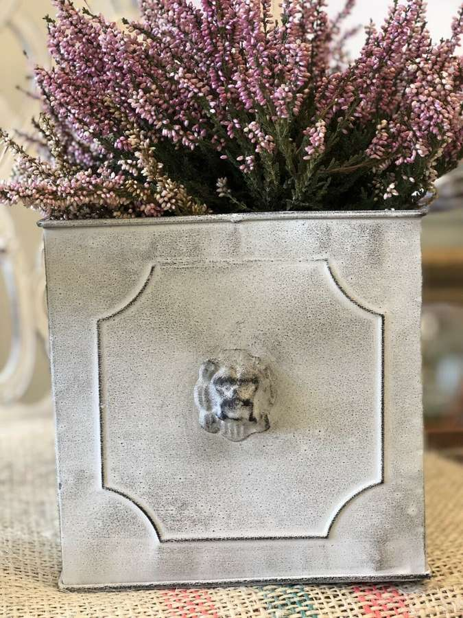 Lion planter medium