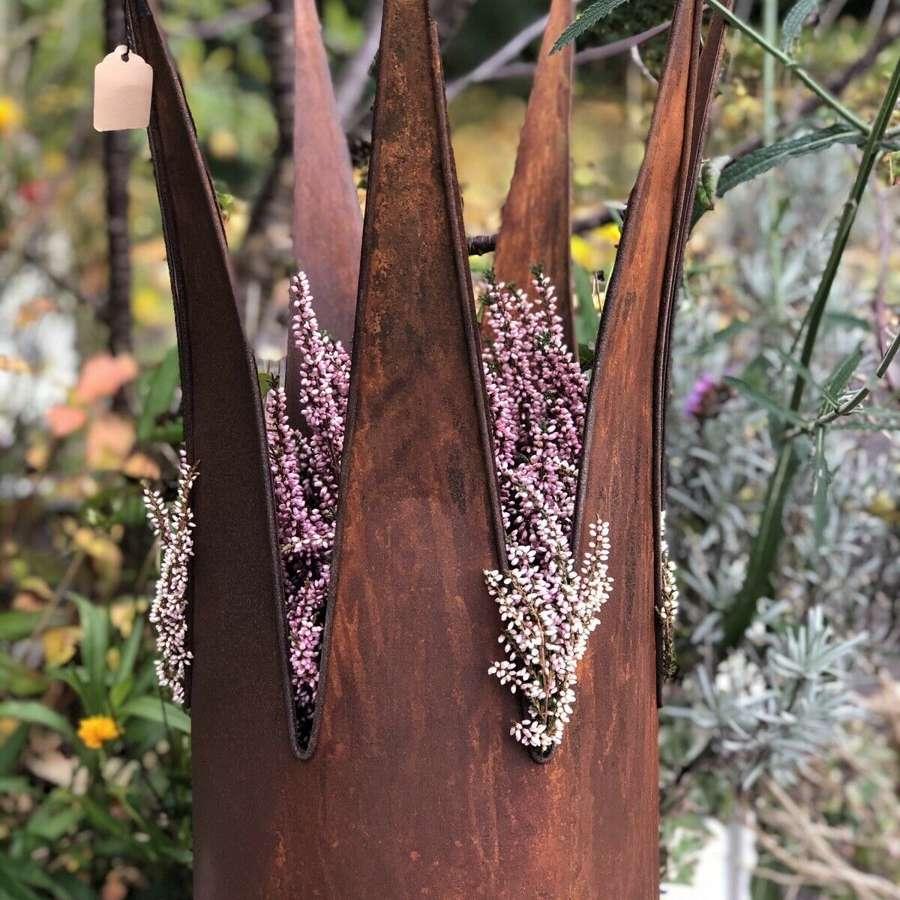 Rusty crown planter