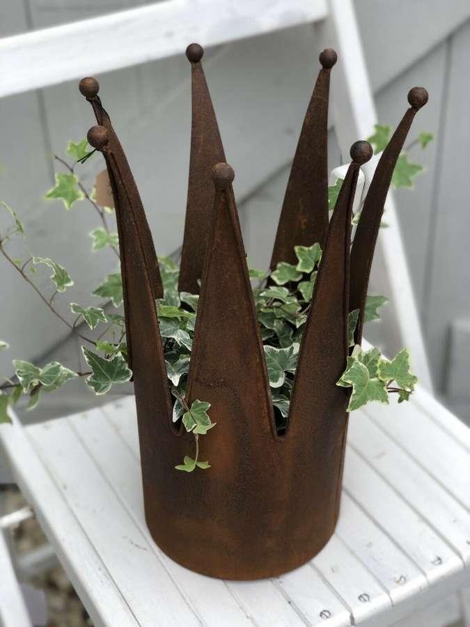 Rust crown planter medium