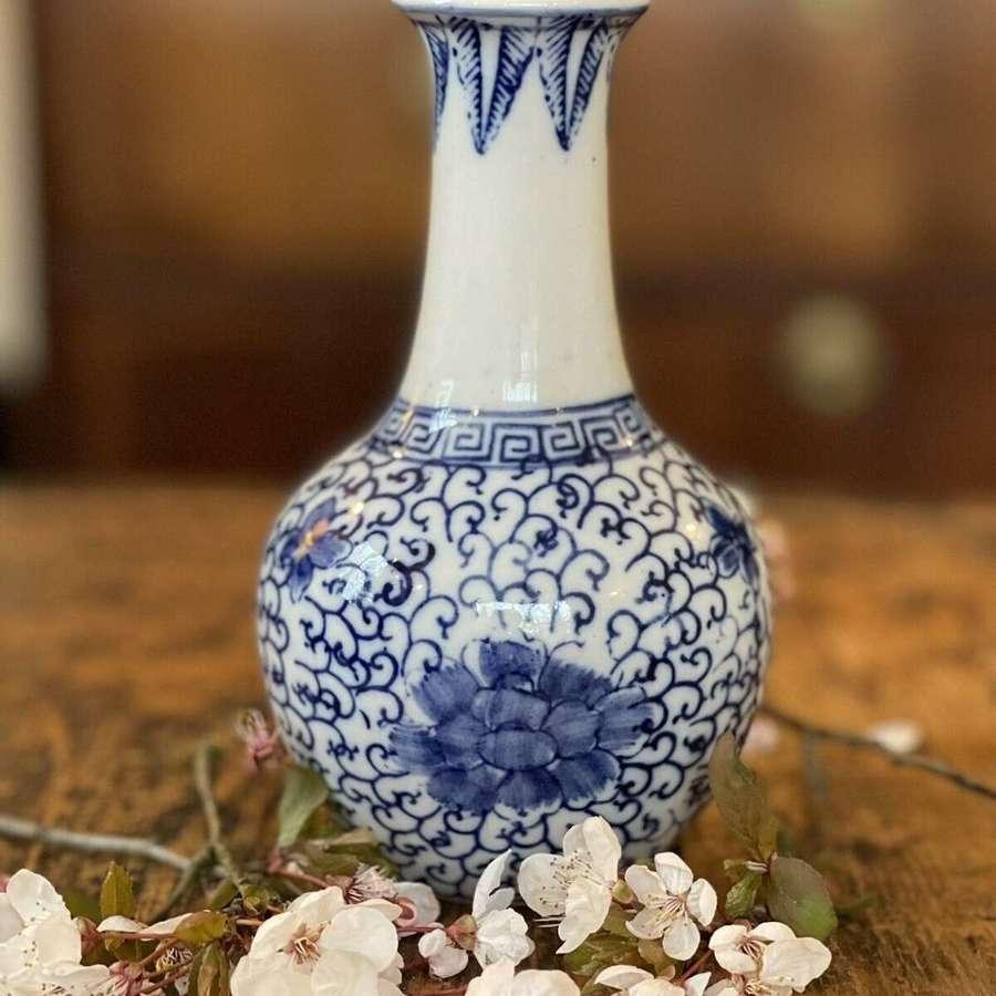 Vintage chinese bud vase