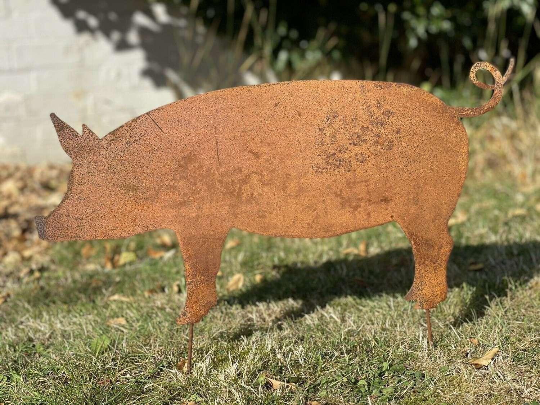Rusty hog garden sculpture